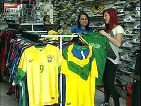 Fazer feriado em dias de jogos da Copa gera polêmica em Curitiba - O assunto está em discussão na Câmara de Vereadores.