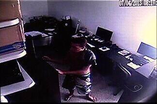 Loja é assaltada duas vezes no mesmo mês, no ES - Câmeras registram assalto na Serra.