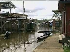 Cheia do Rio Solimões deixa 13 municípios em emergência no Amazonas - Cerca de 80 mil ribeirinhos já foram atingidos pela cheia no Rio Solimões esse ano. A maior parte dos 13 municípios em situação de emergência fica na região próxima à fronteira com o Peru e Colômbia.