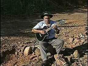 Morador faz música para protestar contra buraqueira - Foi uma forma bem homorada de chamar a atenção da Prefeitura para os buracos na avenida das Maritacas, na zona Leste de Londrina