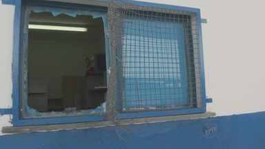 Posto de Campinas suspende atendimento após furto e ato de vandalismo - Após a invasão no posto de saúde no Jardim Fernanda, em Campinas (SP), o atendimento foi suspenso e deve ser reaberto na segunda-feira (6). Os suspeitos foram detidos pela Guarda Municipal.