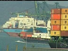 Brasil compra mais que vende para o exterior e fecha mês no vermelho - A economia brasileira fechou o mês de abril no vermelho, considerado o pior rombo na balança comercial para o mês. O Brasil comprou mais do que vendeu para o exterior.