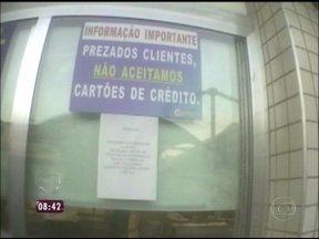 Supermercado dá exemplo de respeito ao consumidor; veja como! - Estabelecimento coloca cartaz na porta avisando que não aceita pagamento em cartão