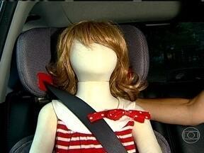 Saiba como usar corretamente o cinto de segurança com crianças - A faixa diagonal não pode incomodar o pescoço da criança. Se isso estiver acontecendo, o ideal é utilizar um encosto regulável.