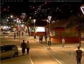 Orla da Praia dos Anjos, em Arraial do Cabo, RJ, é revitalizada - Inauguração foi feita no fim de semana de comemoração do aniversário da cidade, mas as obras só devem ser concluídas em dez dias.