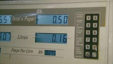 Em protesto, motoristas abastecem R$ 0,50 no cartão de crédito em MG - Em protesto, motoristas abastecem R$ 0,50 no cartão de crédito em São Sebastião do Paraíso