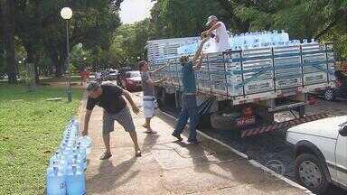 Sábado é de doações para vítimas da seca em PE - Voluntários levaram água, alimentos e ração no Parque da Jaqueira.