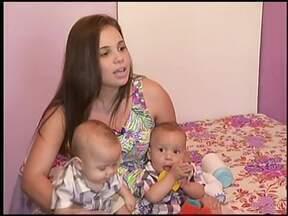 Embarque com o Rio Sul Revista na intimidade das mamães de gêmeos - Alegria e trabalho são dobrados para essas mulheres!