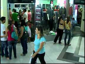 Lojas de Divinópolis ampliam horário de funcionamento para compras do Dia das Mães - Comércio deve funcionar até as 18h neste sábado (11).