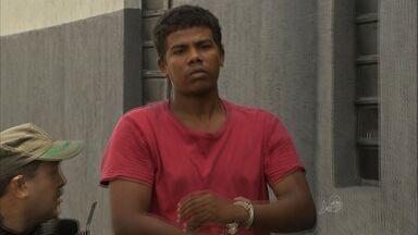 Homem armado é preso no Centro de Fortaleza - Homem armado é preso no Centro de Fortaleza. Segundo a polícia, ele se preparava para assaltar.