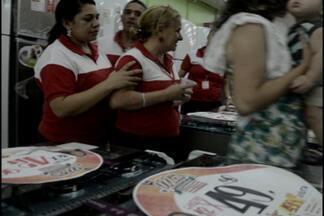 Loja é assaltada próximo a Batalhão de Polícia em João Pessoa - Ladrões renderam funcionários e levaram o cofre da loja.