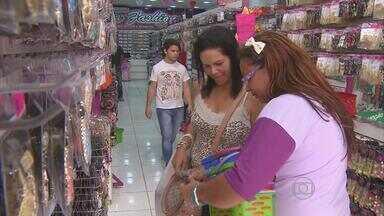 Filhos lotam lojas em busca do presente das mães - Dia comemorativo aqueceu vendas do comércio em PE.