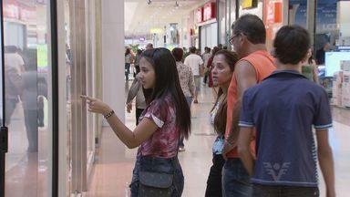 Comércio da região registra aumento de vendas em véspera de Dia das Mães - Em Praia Grande o período da tarde foi mais movimentado