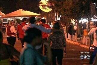 Primeiro sábado de Pecuária é opção de diversão em Goiânia - A programação de shows da Pecuária de Goiânia foi aberta na noite de sexta-feira (10) por Luan Santana. Os fãs lotaram o parque de exposições pra curtir os sucesso do sertanejo.