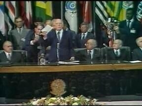Constituição Federal Brasileira completa 25 anos - O país já teve sete constituições ao longo da história. A atual foi fruto de um longo processo de redemocratização após 21 anos de ditadura. A chamada Constituição Cidadã foi promulgada pelo deputado Ulysses Guimarães.