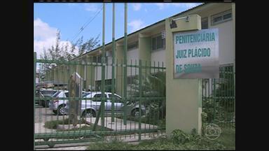 Governo troca comando da Penitenciária Juiz Plácido de Souza, em Caruaru - Detento foi assassinado dentro de uma cela na segunda-feira. É o terceiro caso de morte dentro da unidade, somente este ano.