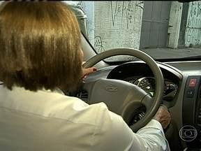 Dois milhões de brasileiros não dirigem por medo - Segundo a Associação Brasileira de Medicina de Trânsito, cerca de dois milhões de brasileiros não dirigem por medo. As mulheres são 75% das vítimas de fobia de trânsito.