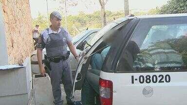 Quadrilha suspeita de furtar veículos é presa em Campinas - Quatro homens foram presos e um menor de idade detido suspeitos de furto de veículos, em Campinas (SP). Os assaltantes tentaram fugir com um Gol e foram perseguidos até o Jardim Morumbi.