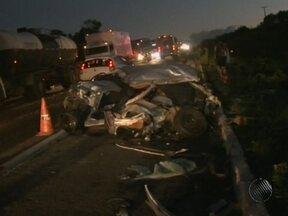 Idoso morre depois de bater carro em van e caminhão na BR-101 - O acidente ocorreu perto do município de Conceição de Feira, no fim da tarde da última segunda.