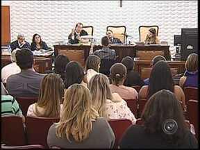Depoimentos contraditórios marcam 1º dia do júri do 'Caso Jorginho' - Em Bauru (SP), o primeiro dia de julgamento dos três ex-policiais militares acusados de matar o mecânico Jorge Luiz Lourenço, conhecido como Jorginho, em 2007, foi composto por depoimentos de defesa prestados por oficiais da polícia e por um perito.