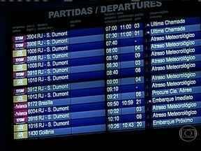 Chuva forte cancela dezenas de voos entre Rio de Janeiro e São Paulo - O tempo virou no Nordeste e no Sudeste do país e causou transtornos em algumas capitais. No Rio de Janeiro, o trânsito parou e o Aeroporto Santos Dumont ficou fechado por mais de dez horas.