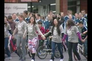 Dia da solidariedade em Ijuí - Centenas de pessoas participaram de várias atividades para marcar o dia.