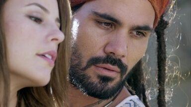 Paloma conhece Ninho - Ele a apresenta para Alejandra e Valentin. Ninho nota a tristeza de Paloma e ela conta que brigou com a mãe