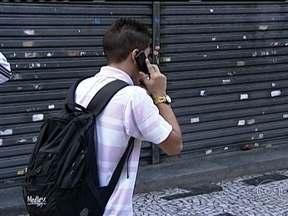 Aumenta o número de roubos de aparelhos celulares em SP - Segundo a polícia, os celulares e os smartphones chamam a atenção dos bandidos por serem um produto de alto valor no mercado e com boa revenda.