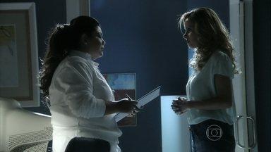 Glauce pede a cumplicidade de Perséfone - Ordália entra com a bebê no hospital. Glauce confessa que sente algo mais por Bruno e Perséfone concorda em alterar o prontuário do parto de Luana
