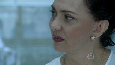 Ordália percebe que Paloma mexeu com Bruno - Ela diz para o filho que não sabe o que aconteceu com Paloma