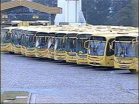 Greve dos motoristas de ônibus chega ao terceiro dia em Jundiaí, SP - A greve dos funcionários do transporte público de Jundiaí (SP) chega ao terceiro dia nesta quinta-feira (23). Sindicalistas e representantes das empresas de ônibus vão se reunir no Tribunal Regional do Trabalho, em Campinas (SP).