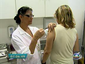 População enfrenta surto de gripe A no estado de São Paulo - Do começo do ano até o dia 15 de maio, o estado registrou 328 casos de gripe A. Cinquenta e cinco pessoas morreram. Esse número representa 90% de todas as mortes pela doença no país.