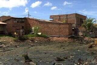 Casas construídas em áreas de preservação ambiental estão sendo demolidas em Aracaju (SE) - A demolição acontece no conjunto Bugio, na zona norte de Aracaju, iniciada ontem, deve continuar hoje, conforme decisão da justiça federal.