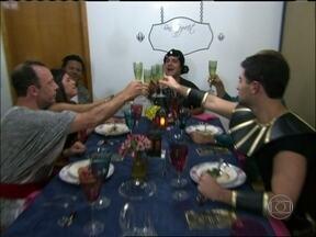Aperitivo! Veja um pouco dos jantares que vão rolar no Jogo de Panelas VI - Tem som da Bahia, jantar grego e dança do ventre, entre outras surpresas