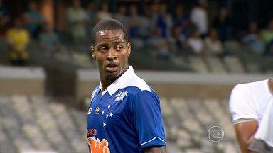 Na estreia de Dedé, Cruzeiro vence o Resende por 4 a 0 - Diante do Resende, em jogo válido pela Copa do Brasil, Dedé estreou com a camisa do Cruzeiro na vitória do time celeste por 4 a 0. O jovem atacante Lucca também estreou e deixou o gol dele no Mineirão.