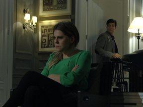 Edith joga na cara de Félix que sabe do amante dele; assista à prévia! - Não perca as emoções desta quinta-feira em Amor à Vida!