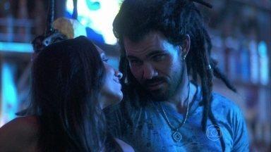 Alejandra afirma que Ninho é um homem inesquecível - Ela avisa ao amigo que falou com Valentin sobre Paloma