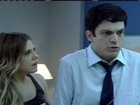 Ator Mateus Solano já faz sucesso em 'Amor à Vida' - O ator interpreta o personagem Felix – um vilão na novela das 21h. A repórter Giuliana Girardi conversou com ele, para descobrir como um personagem movido a veneno e inveja, já faz o maior sucesso.