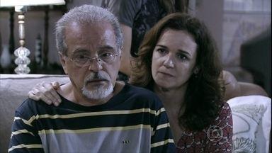Amadeu reclama da falta de oportunidades profissionais - Pilar fica chocada ao saber que o irmão está completamente sem dinheiro