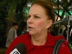 Moradores de Palhoça reclamam da indefinição de quem irá assumir a prefeitura - Moradores de Palhoça reclamam da indefinição de quem irá assumir a prefeitura.