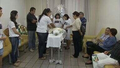 Corpo do fotógrafo André Salgado é sepultado nesta terça-feira - Ele morreu ao cair de prédio em Natal.