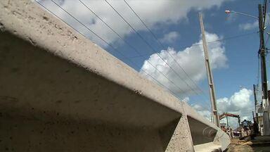 Depois de reportagem exibida na TV Gazeta, equipe da Eletrobras resolve o problema - Os postes do Conjunto Colibri no bairro do Clima Bom estavam tortos