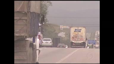 Começa campanha contra queimadas na Via Dutra, em Resende, RJ - Em 2012, a concessionária que administra a rodovia registrou 860 focos de incêndio.
