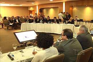 Secretários discutem alternativas para o SUS - Soluções para resolver o problema, que atinge o país inteiro, estão sendo discutidas na reunião de secretários de saúde municipais e estaduais das regiões norte e nordeste.