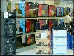 Loja de eletrodomésticos é assaltada no Centro de Campos, RJ - Assaltantes levaram três tablets depois de render os vendedores.A Polícia Civil investiga o caso que foi registrado na 134ª DP.