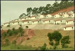 Novas casas são entregues a moradores da tragédia na Região Serrana do Rio - Cinquenta imóveis foram entregues na primeira etapa.