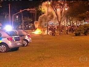 Estudantes e policiais militares entraram em confronto em Goiânia - Na região central da cidade, homens da cavalaria e do Batalhão de Choque tentaram dispersar manifestantes contrários ao reajuste no preço da passagem do transporte coletivo, anunciado na semana passada.