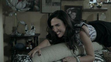 Márcia explica como Valdirene deve entrar no camarim de Gusttavo Lima - A ex-chacrete compra um disfarce de garçonete para a filha e a aconselha a se livrar de Carlito