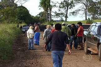 Índios entram em conflito com policiais em reintegração de posse em MS - Em Sidrolândia, índios terena entraram em confronto com policiais durante o cumprimento do mandado de reintegração de posse da fazenda Buriti.
