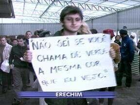 Ato público protesta contra uso de agrotóxicos - Manifestação marca a programação do 3º Encontro Regional de Agroecologia de Erechim, RS.